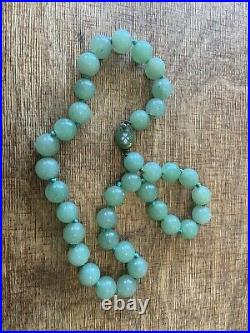 Antique Imperial Green Jade Beaded 40 Cm Necklace With Enamel Locket