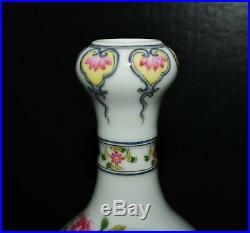 Chinese Qianlong Imperial Falangcai porcelain Imperial vase w. Enamel of peony