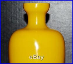 Qing Dynasty Imperial yellow Peking glass chicken fat yellow vase